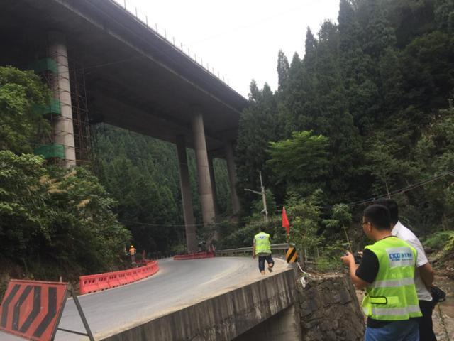 建筑加固|浙江27米高独柱墩桥梁加固-成功!